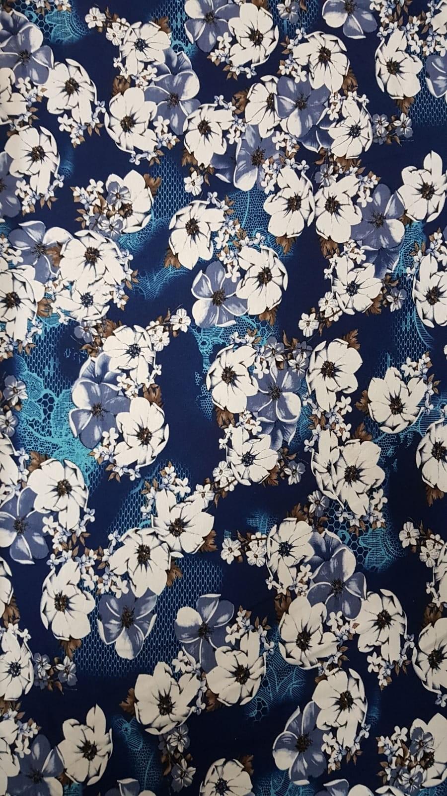 פרחים גדולים רקע כחול